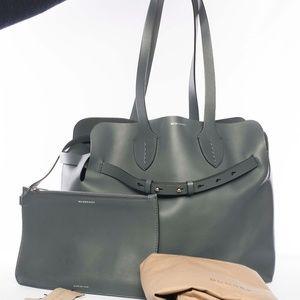 Aut BURBERRY Soft Leather Buckle Belt Tote Handbag